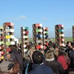 Oeuvre commémorative sur laquelle sont gravés plus de 470 noms de familles internées dans le camp de Montreuil Bellay